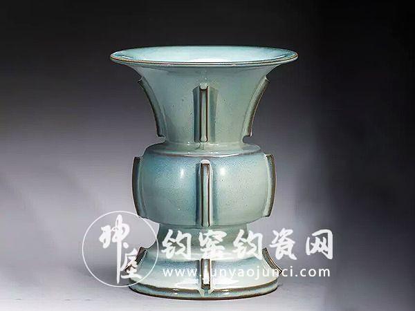 钧瓷始创唐代,兴盛于北宋,被定为御用珍品。