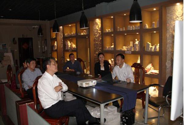 中国轻工业联合会副会长陶小年等到金堂钧窑调研
